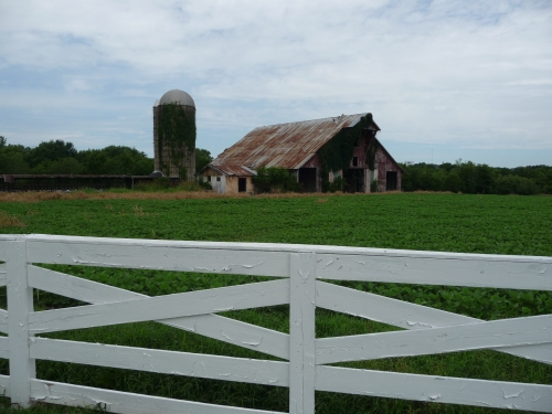 Barn in Spring Hill, TN - With Fence